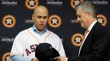 Houston Astros general manager Jeff Luhnow, right, hands