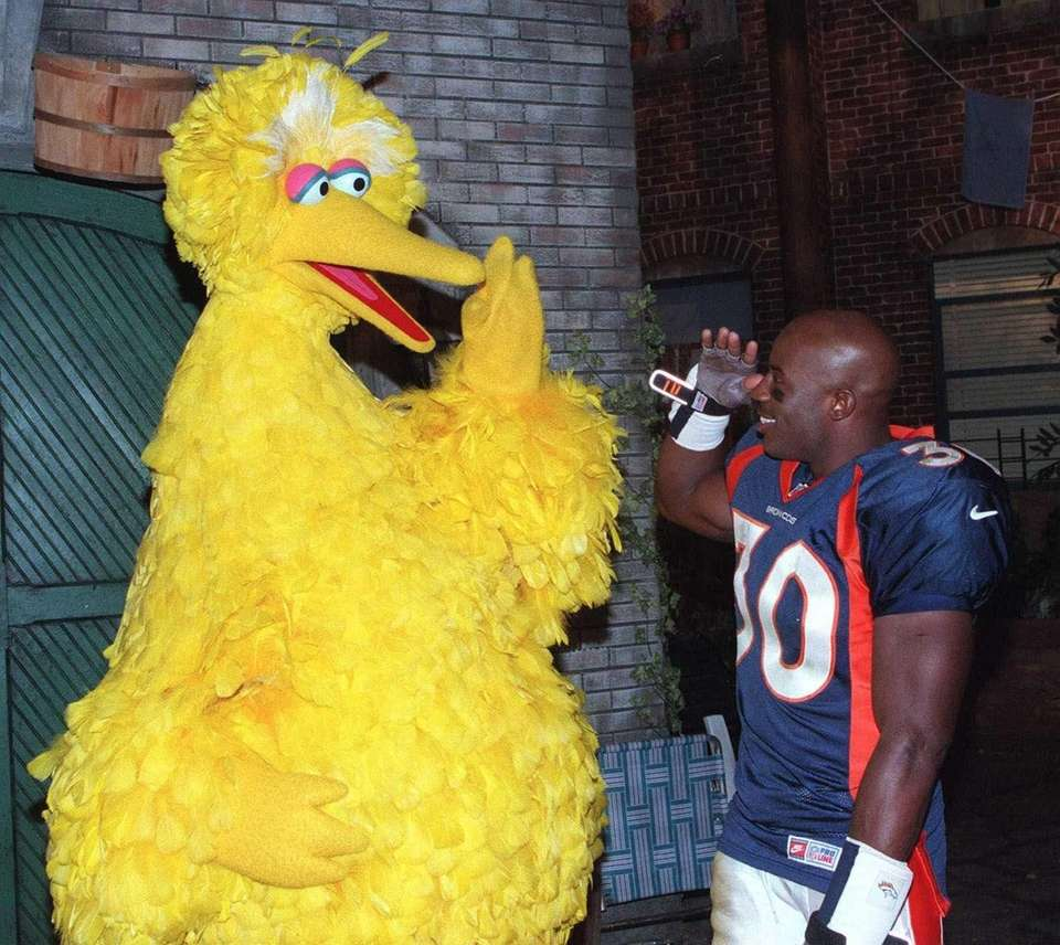 Denver Broncos' running back Terrell Davis and Big