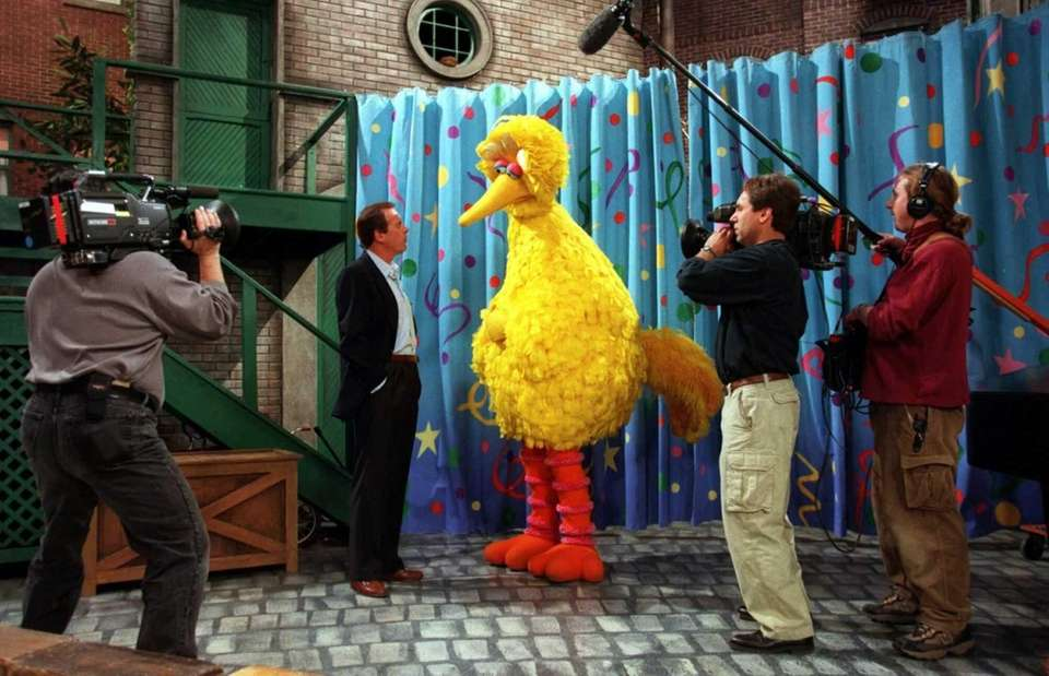 Peter Jennings interviews Big Bird for a special