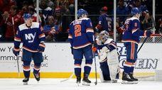 Semyon Varlamov #40, Nick Leddy #2, Casey Cizikas