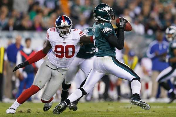 Jason Pierre-Paul goes after Philadelphia Eagles quarterback Michael