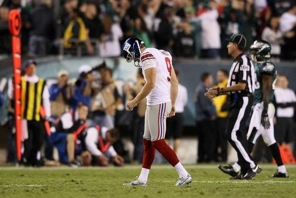 Lawrence Tynes reacts after missing a field goal