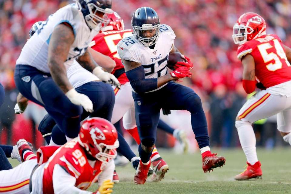Tennessee Titans' Derrick Henry (22) runs during the