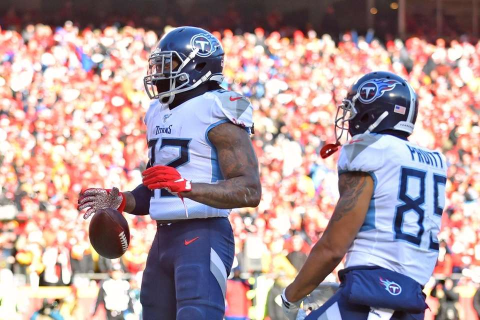 Tennessee Titans' Derrick Henry (22) reacts after running