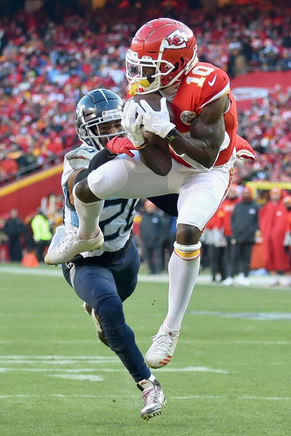 Kansas City Chiefs' Tyreek Hill catches a touchdown