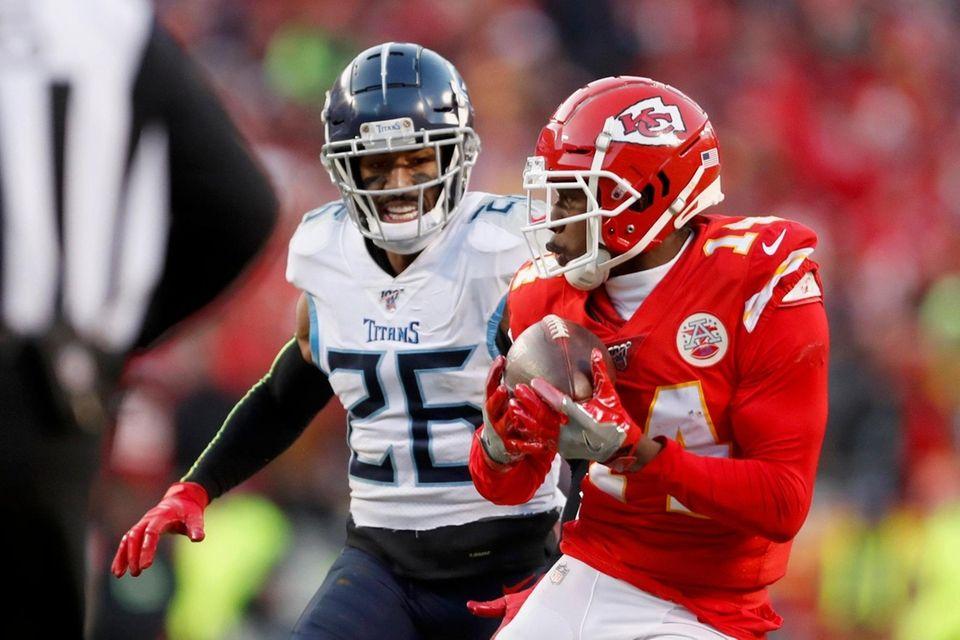 Kansas City Chiefs' Sammy Watkins catches a touchdown