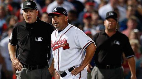 Atlanta Braves manager Fredi Gonzalez argues an infield