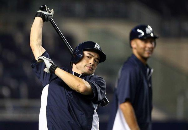 Ichiro Suzuki and Derek Jeter take batting practice