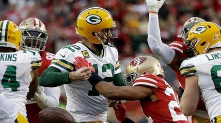 San Francisco 49ers defensive back K'Waun Williams, right,