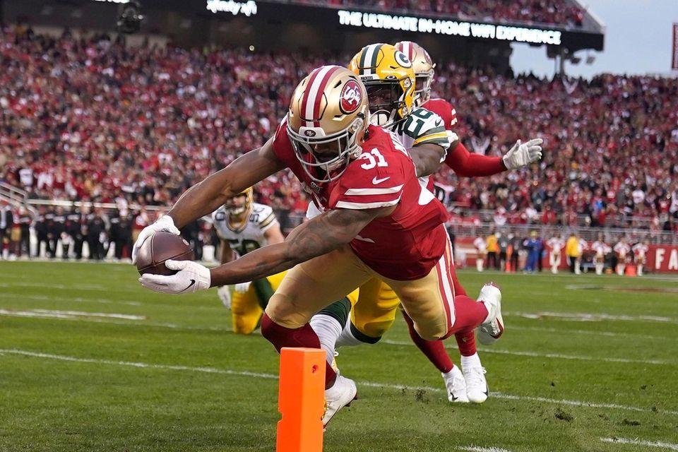 San Francisco 49ers running back Raheem Mostert scores