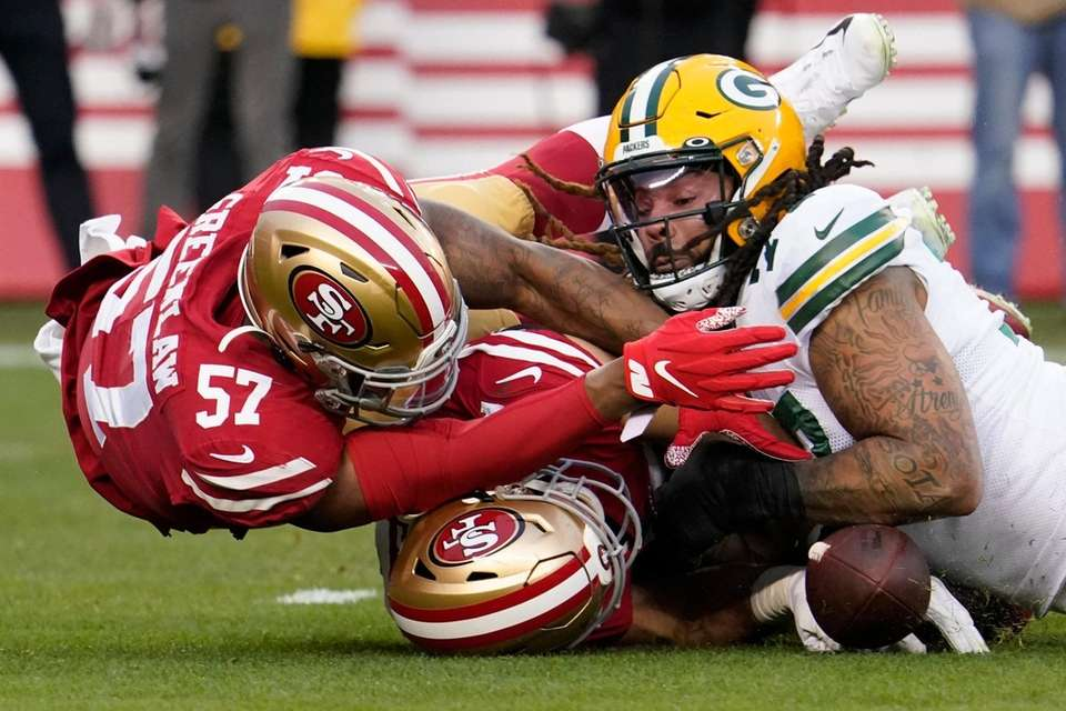 Green Bay Packers offensive tackle Billy Turner, right,