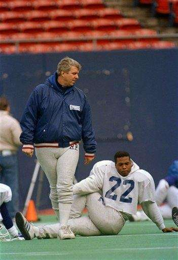 New York Giants coach Bill Parcells, left, looks