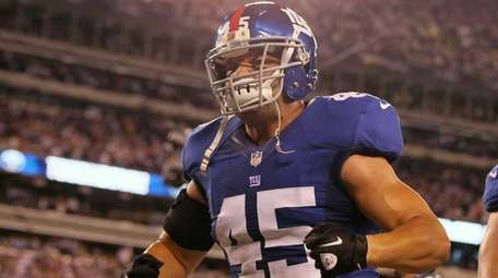Giants' Henry Hynoski celebrates his team's third quarter