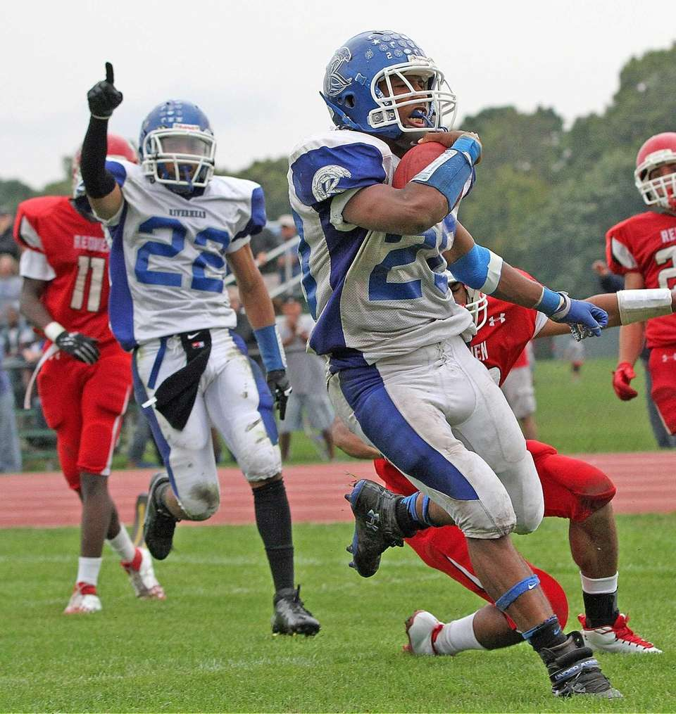 Jeremiah Cheatom scores during the Suffolk High School