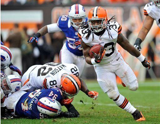 Cleveland Browns running back Trent Richardson runs for