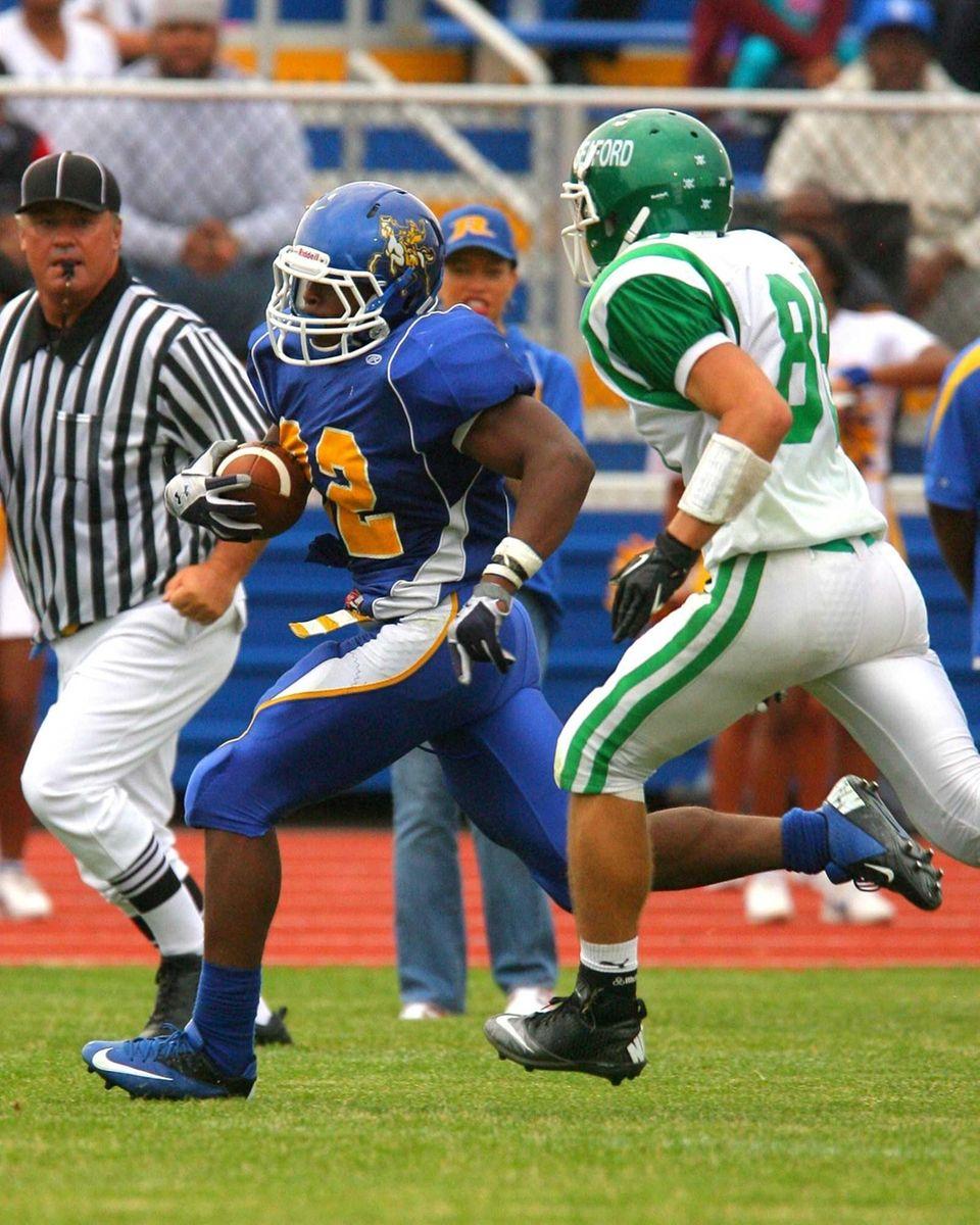 Roosevelt High School's Johnnie Akins out runs Seaford
