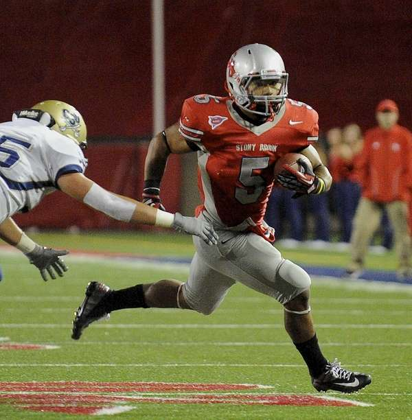 Stony Brook's Miguel Maysonet runs the ball against