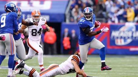 Stevie Brown of the New York Giants runs