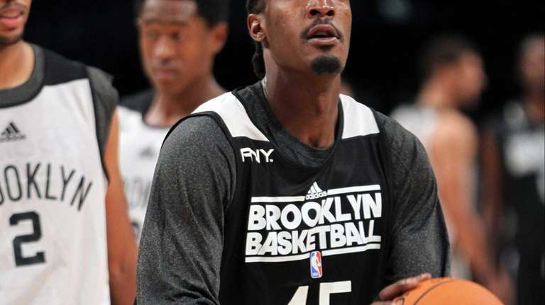 Gerald Wallace takes a few shots during a