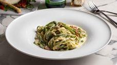 Straw and hay pasta with prosciutto, peas, cream