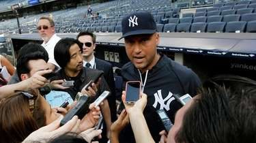 Yankees shortstop Derek Jeter addresses the media before