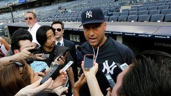 Yankees shortstop Derek Jeter addresses the media before