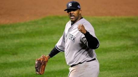 Yankees starter CC Sabathia reacts after Mark Reynolds