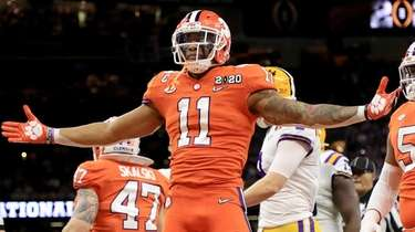Isaiah Simmons of the Clemson Tigers celebrates a