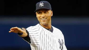 Derek Jeter Yankees gestures towards the fans before