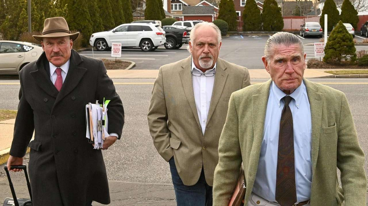 An officer's testimony in Wally Backman's trial contradicted