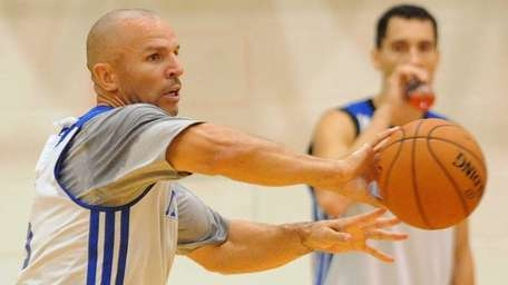 Jason Kidd makes a pass during an intrasquad