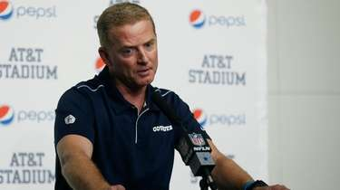 Cowboys head coach Jason Garrett takes part in