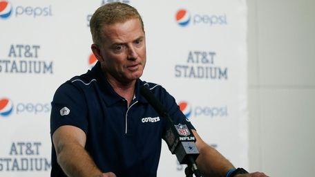 Cowboys head coach Jason Garrett takes part in