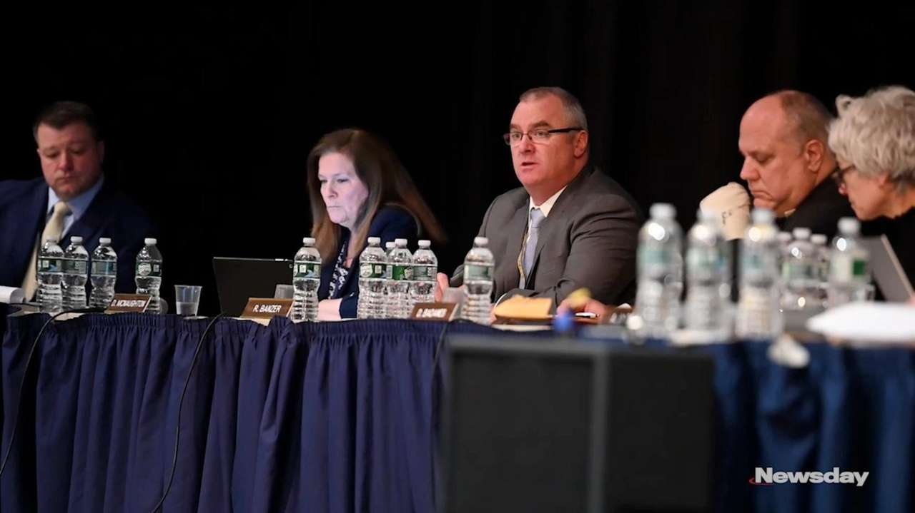 Northport school officialsdiscussed theclosureof the Northport Middle School