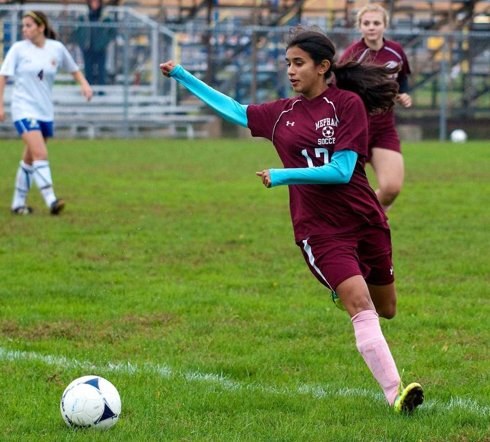 Mepham forward Andrea D'Sa makes a play on