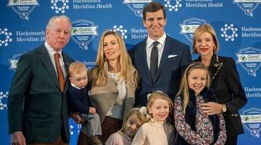 Eli Manning with his family, including former NFL