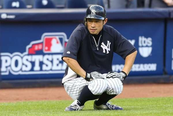 Ichiro Suzuki warms up before Game 3 of