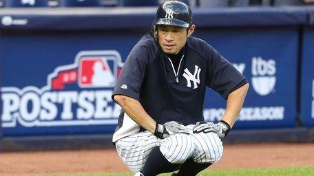 Ichiro Suzuki warms up before Game 3 of
