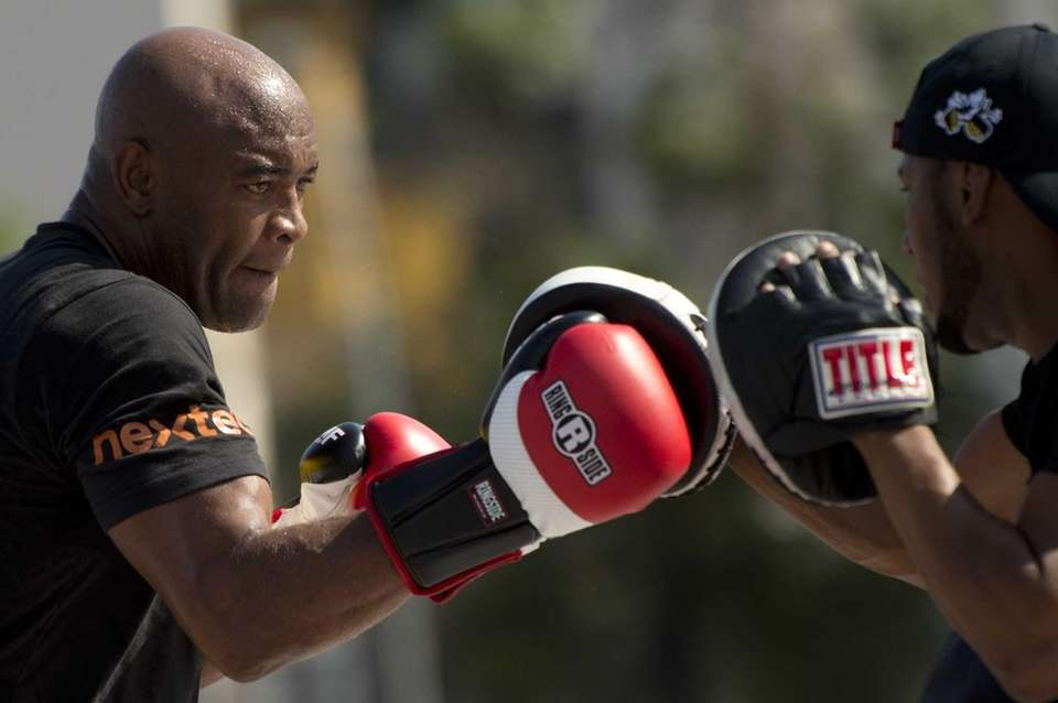 Brazilian MMA-UFC fighter Anderson Silva (L) practices in
