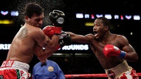 Adrien Broner lands a punch on Daniel Ponce