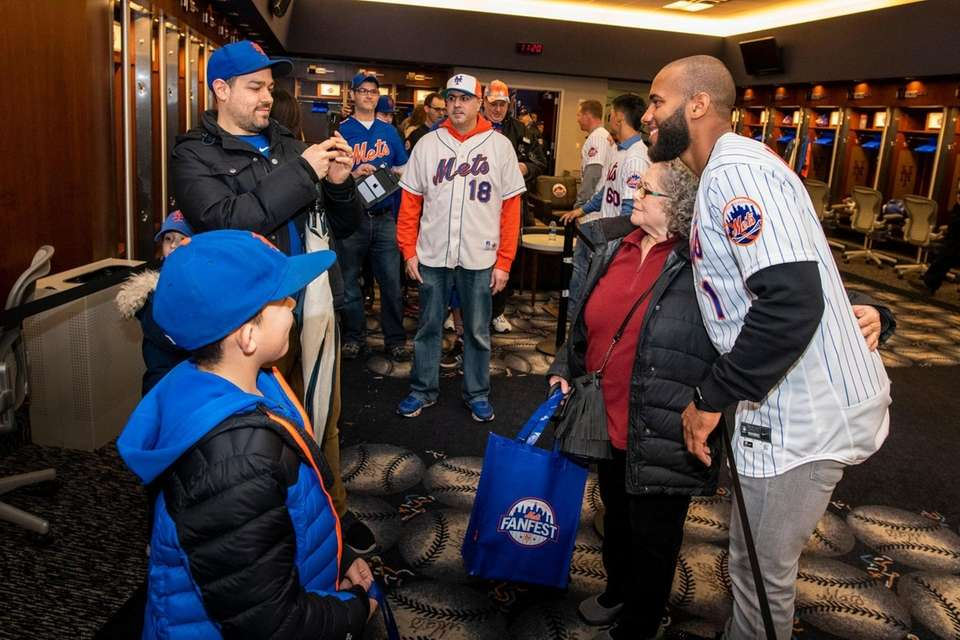 New York Mets Amed Rosario greets fans in
