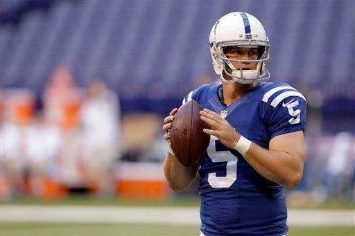 Indianapolis Colts quarterback Drew Stanton warms up before