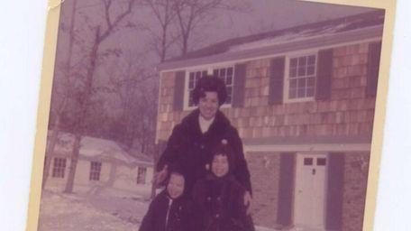 Writer Jewel Arntsen and her children, Ilene, 4,