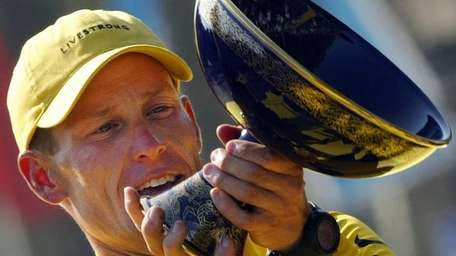 Lance Armstrong (US Postal/USA) holds his trophy after
