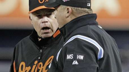 Baltimore Orioles manager Buck Showalter, left, argues a