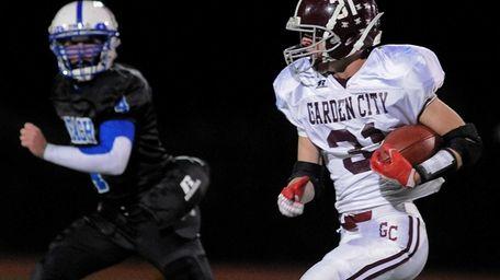 Garden City's Scott D'Antonio rushes for a gain