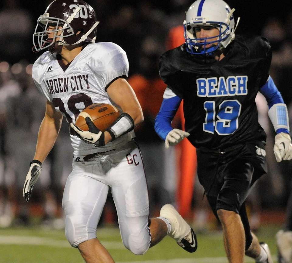 Garden City's James Sullivan, left, tries to outrun