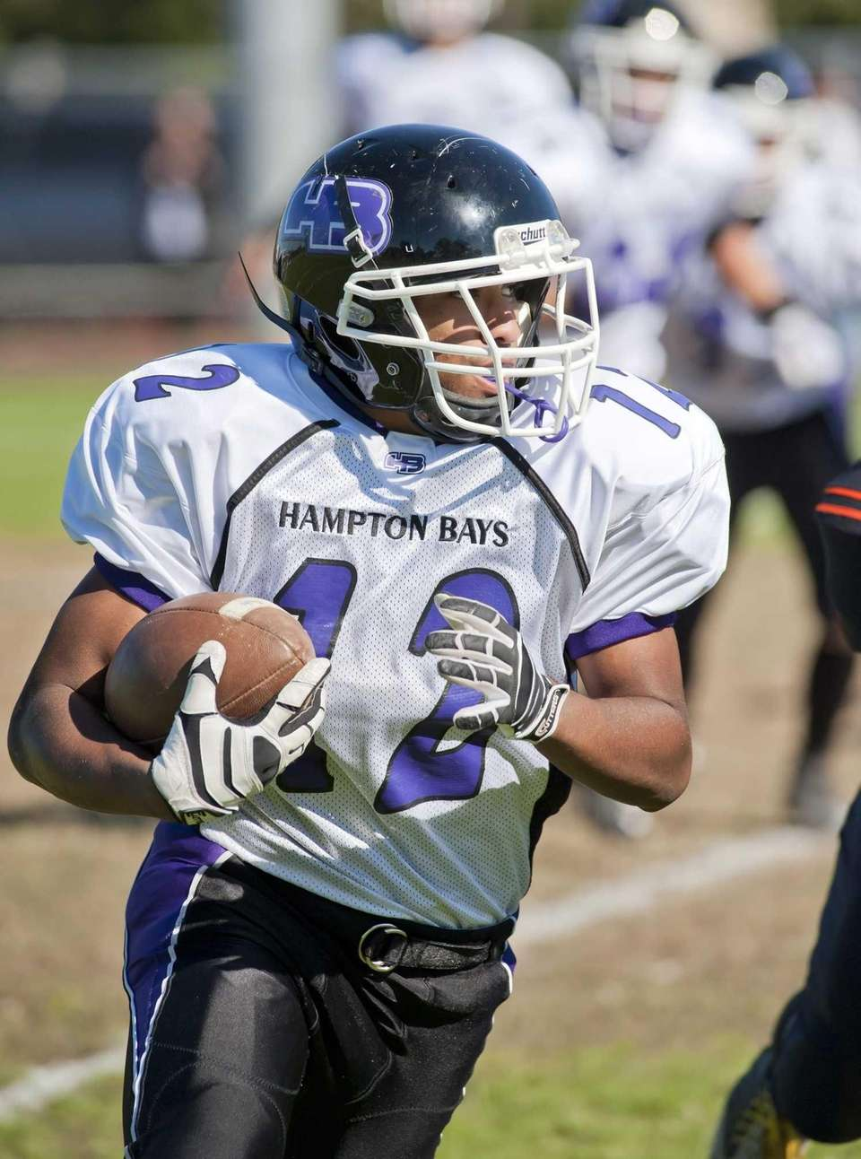 Hampton Bays's Tracey Kennedy looks for yardage. (Oct.