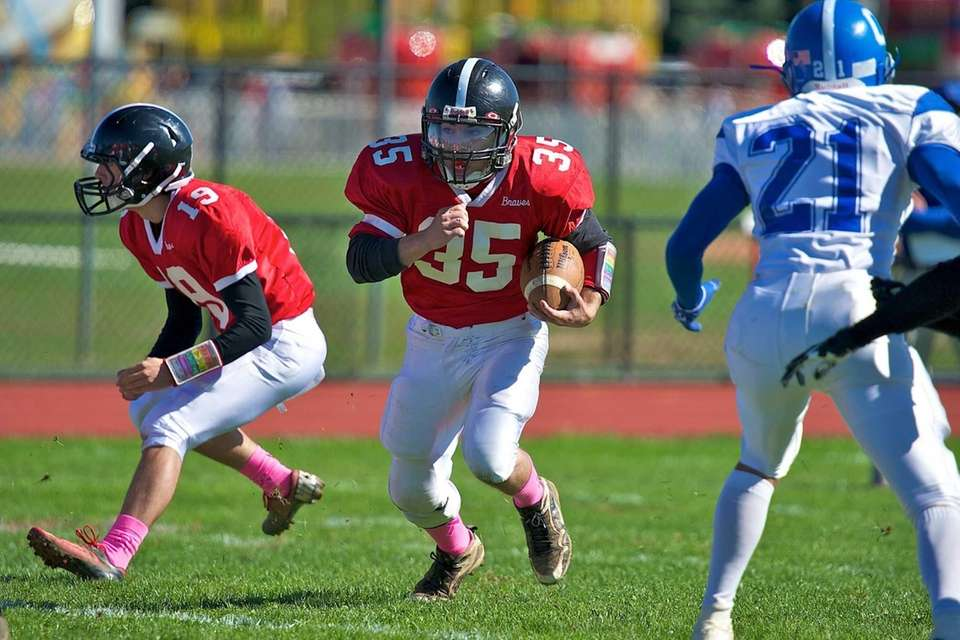Syosset runningback Joe Morris runs the ball up