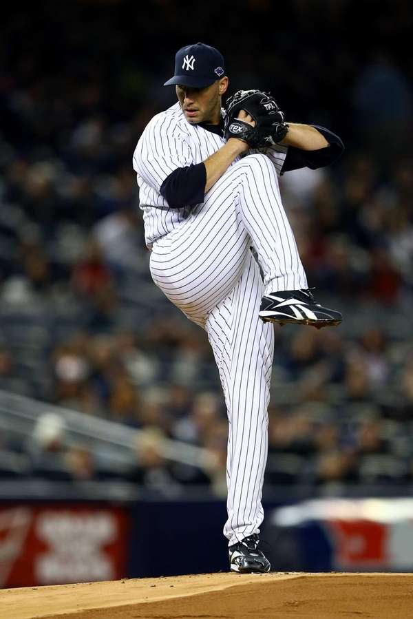 Andy Pettitte of the New York Yankees throws